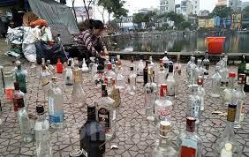 Vỏ chai rượu ngoại cũng đem bán dịp Tết - BaoHaiDuong